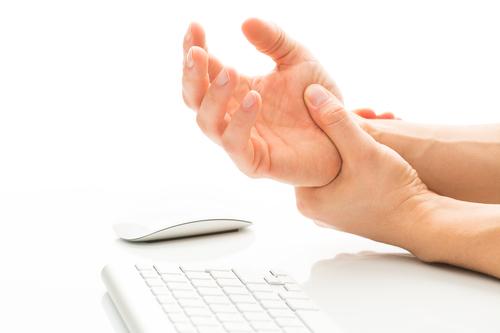 Wrist pain needs chiropractic treatment